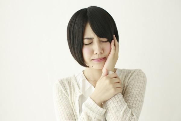 歯がしみる原因と対処法